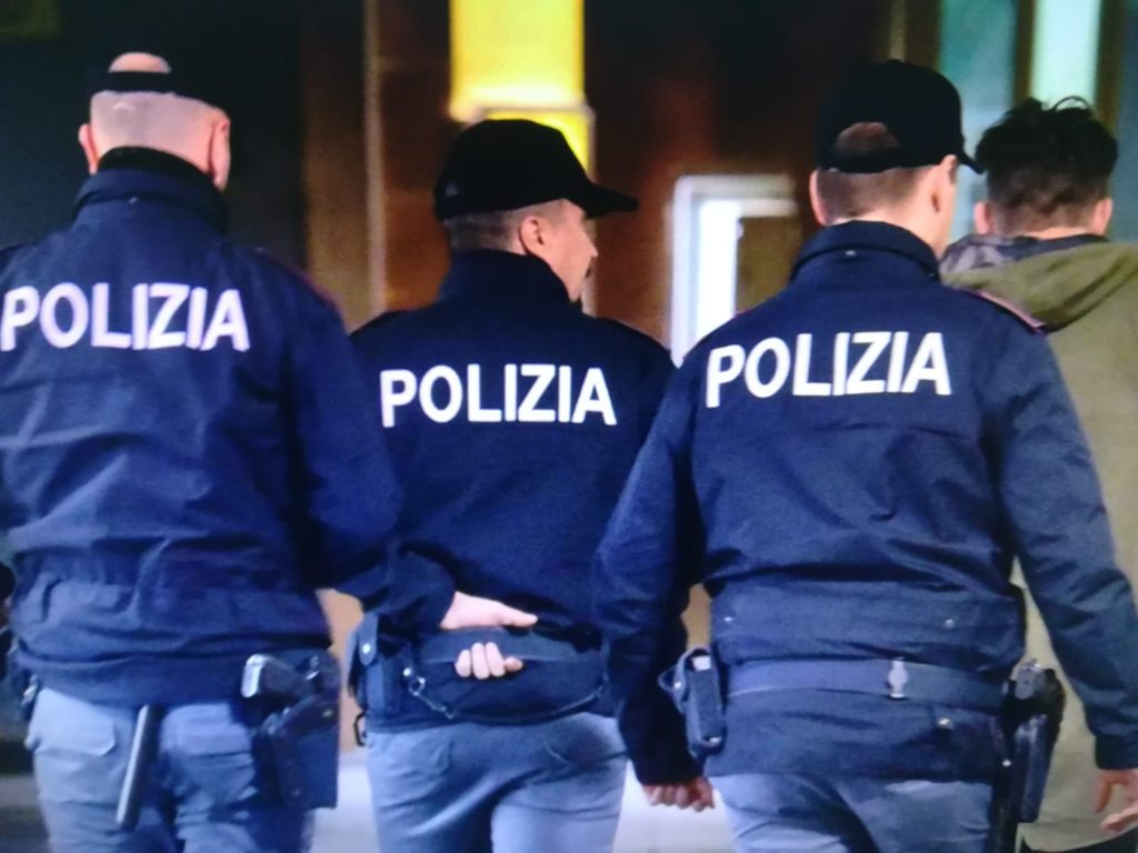 polizia bombe carta