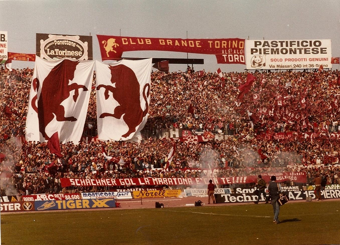Torino_-_Stadio_Comunale_-_Curva_Maratona_-_Anni_80.jpg