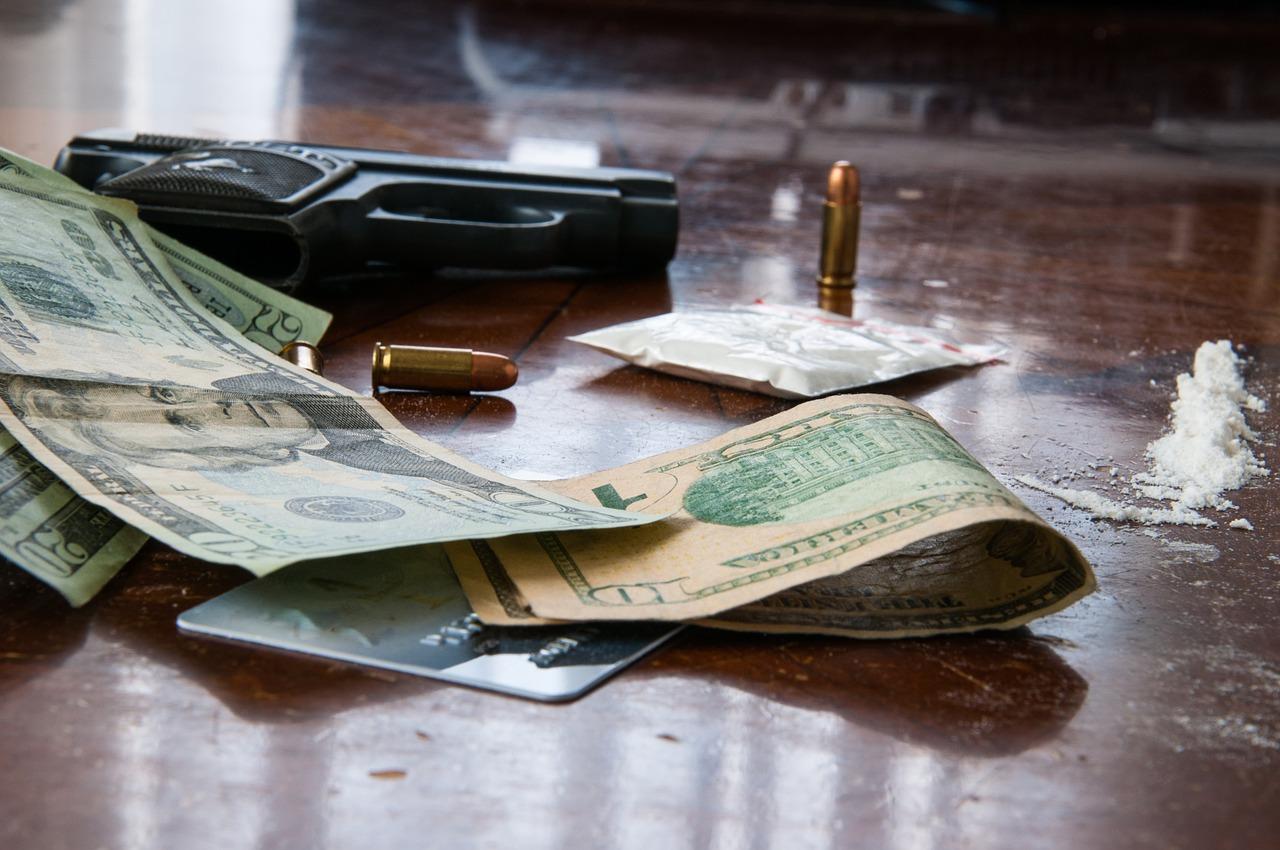 pistola soldi droga